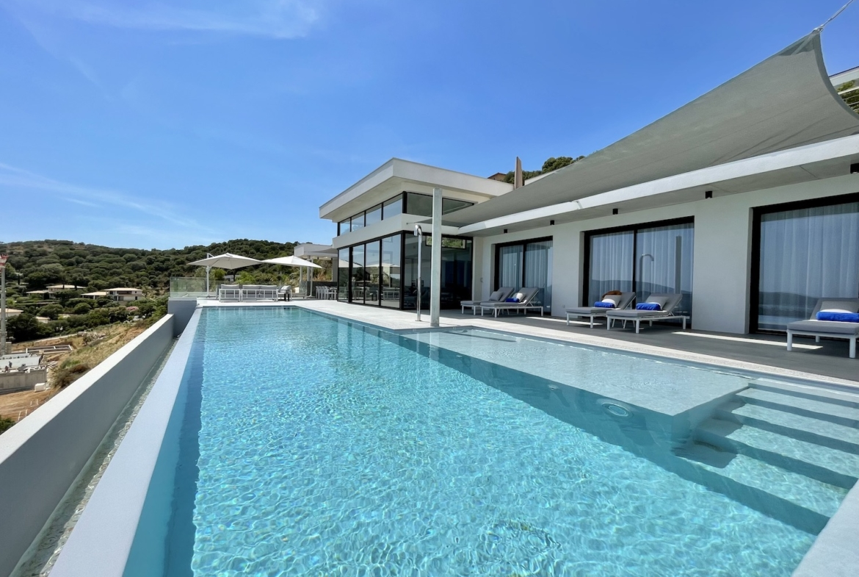 Villa Alba location villa St Cyprien Porto-Vecchio Corse du Sud villa luxe vue mer piscine 7 chambre 18 personnes salle de fitness