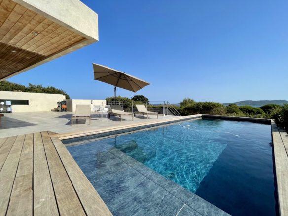 Location villa Joya 5 chambres domaine de Cala Rossa piscine luxe vacances en Corse du sud Porto-Vecchio vue mer villa contemporaine moderne