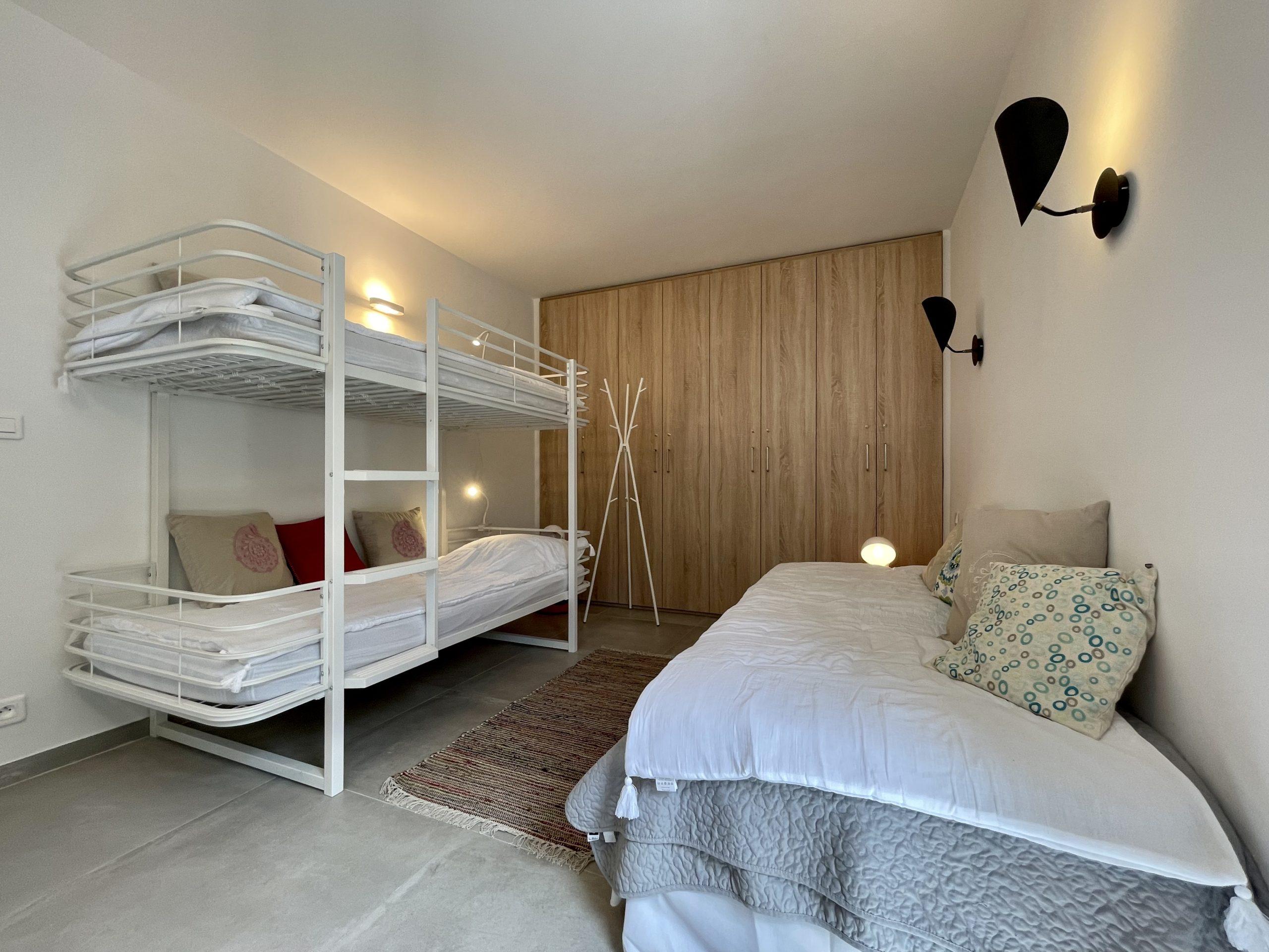 Location villa 5 chambres domaine de Cala Rossa luxe piscine vacances en Corse du sud Porto-Vecchio vue mer moderne contemporaine villa luxe