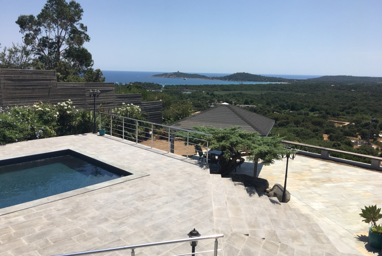 Location villa Pinarello, proche plage, piscine vue mer Porto vecchio Corse du sud 3 chambres terrasse jardin