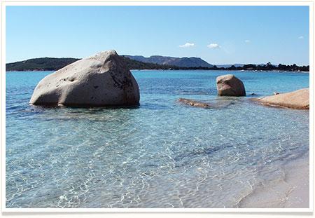 Location villa avec piscine en Corse à Porto-Vecchio plage de St Cyprien, plage, maquis, calme