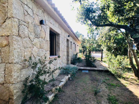 Location villa style bergerie dans le domaine privé de Cala Rossa à Porto Vecchio en Corse, plages à pied