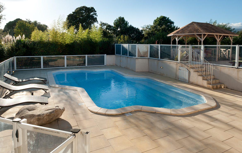 Location Villa à Porto-Vecchio avec piscine et plage à pieds en Corse