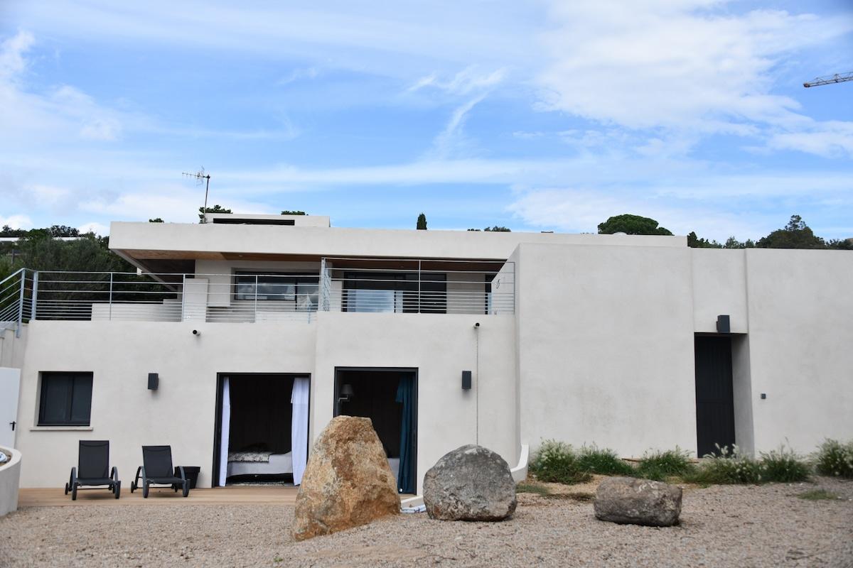 Location luxe villa Domaine privé de Cala Rossa Porto-Vecchio Corse du sud, Villa Joya 5 chambres avec pisicne, vue mer plage à pied,