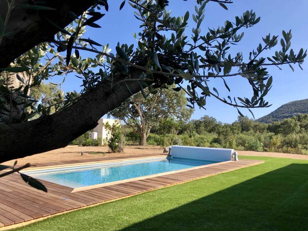 Location Villa Laura Pinarello Porto Vecchio Corse du sud 4 Chambres piscine proche plage luxe jardin paysagé