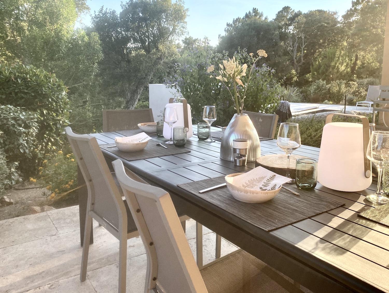 Location villa vacances Corse du Sud, Porto-Vecchio, 4 chambres, piscine moderne, contemporaine, proche plate St Cyprien, Cala Rossa, jardin