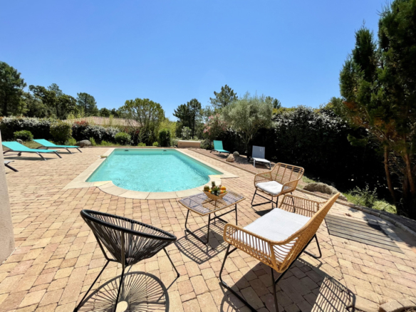 Location villa Porto-Vecchio corse du sud piscine chauffée proche plage st Cyprien et Cala Rossa 4 chambres villa contemporaine